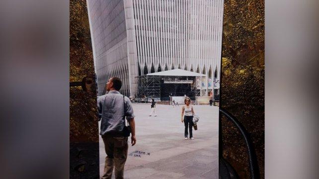 Josefina Gasparotti en la puerta del WTC.<div><br></div>