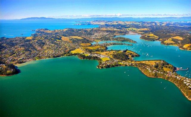Así se ve desde la altura la isla de Waiheke en Nueva Zelanda