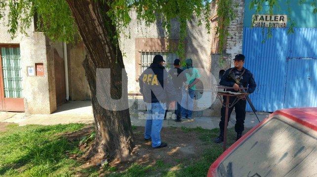 Rodeado. Los dos hombres fueron identificados, y así surgió que uno de ellos es un suboficial en actividad de la Policía de Santa Fe