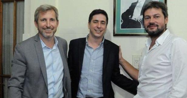 <div>Colello, en el centro, junto a Frigerio y el presidente de San Lorenzo.<div><br></div></div>
