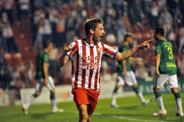 Franco Soldano, quien lleva cuatro tantos en Unión, anotó por primera vez en el 15 de Abril.