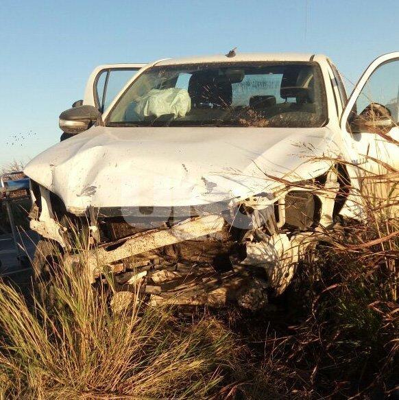 La camioneta Toyota fue dañada, pero su conductor sobrevivió