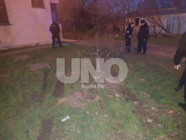 El patrullero terminó chocando contra un árbol