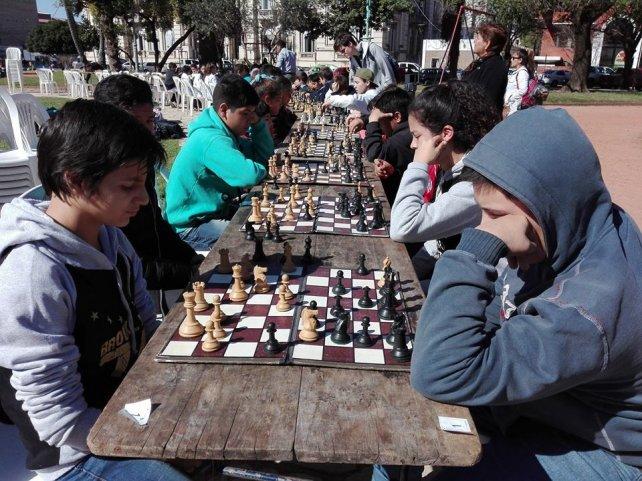 Para celebrar los 110 años, la entidad organizó un torneo de ajedrez. El mismo se disputó hace pocos días en las Plaza San Martín.