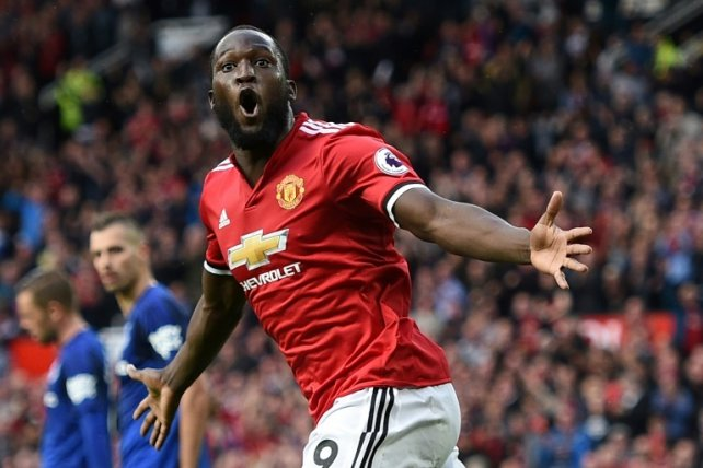 Hinchas del United crean peculiar cántico a Romelu Lukaku — YouTube