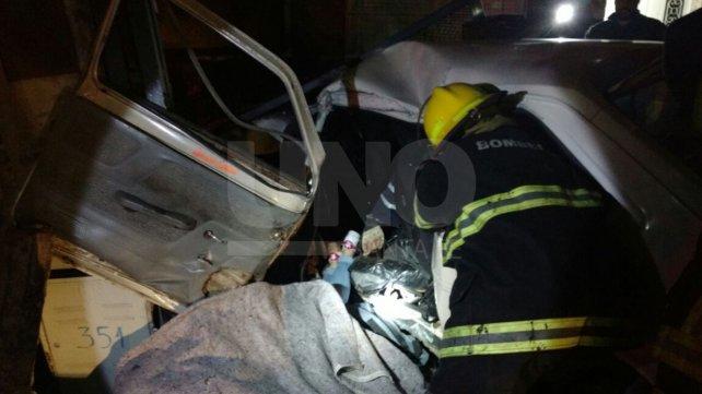 Dos muertos y cinco heridos al volcar un auto en Granadero Baigorria
