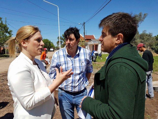 <b>Recorrida.</b> El funcionario nacional junto con la diputada Scaglia y el intendente de Coronda.